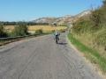 15_Verso Castiglione... anche oggi le raffiche di vento contrario da NE e la strada dissestata hanno provato a renderci la via difficile!